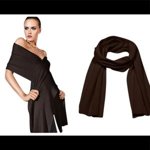 Wolford virgin wool ribbed long scarf excellent